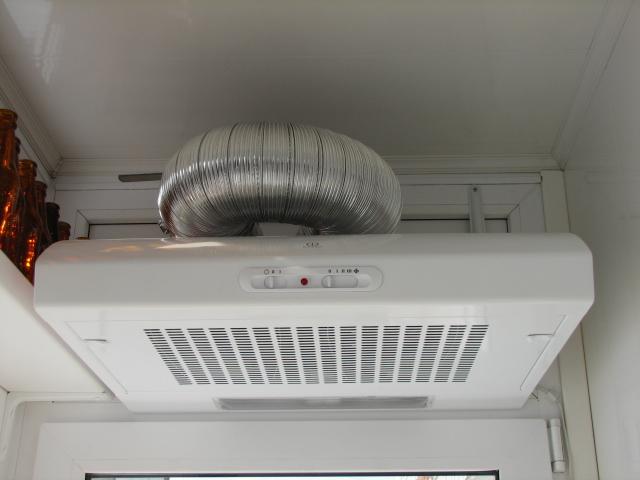 Что делать с вареньем на потолке. (сорвало клапан скороварки.)